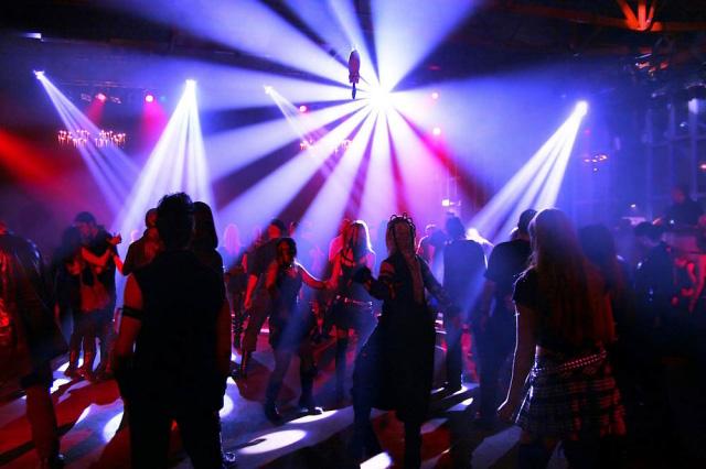ce2a1b1a3f69d90 В Алматы закрылся ночной клуб, в котором девушки за 50 тысяч тенге ...